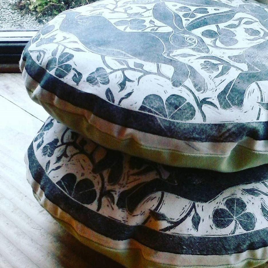 tinners-hares-cushion